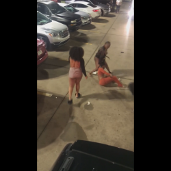 Woman Wig Flew Off During A Fight!