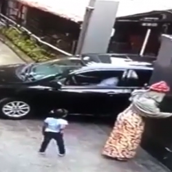 Mother And Her Little Daughter Gets Crushed By Gate!