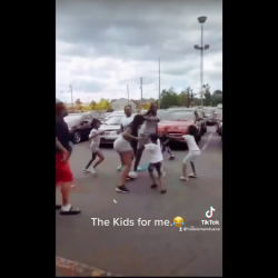 Kids Helps Their Mother Fight!